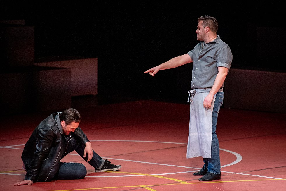 Generální zkouška světového muzikálu West Side Story v Divadle Jiřího Myrona 5. února 2020 v Ostravě. Herec (vpravo) Tomáš Savka.