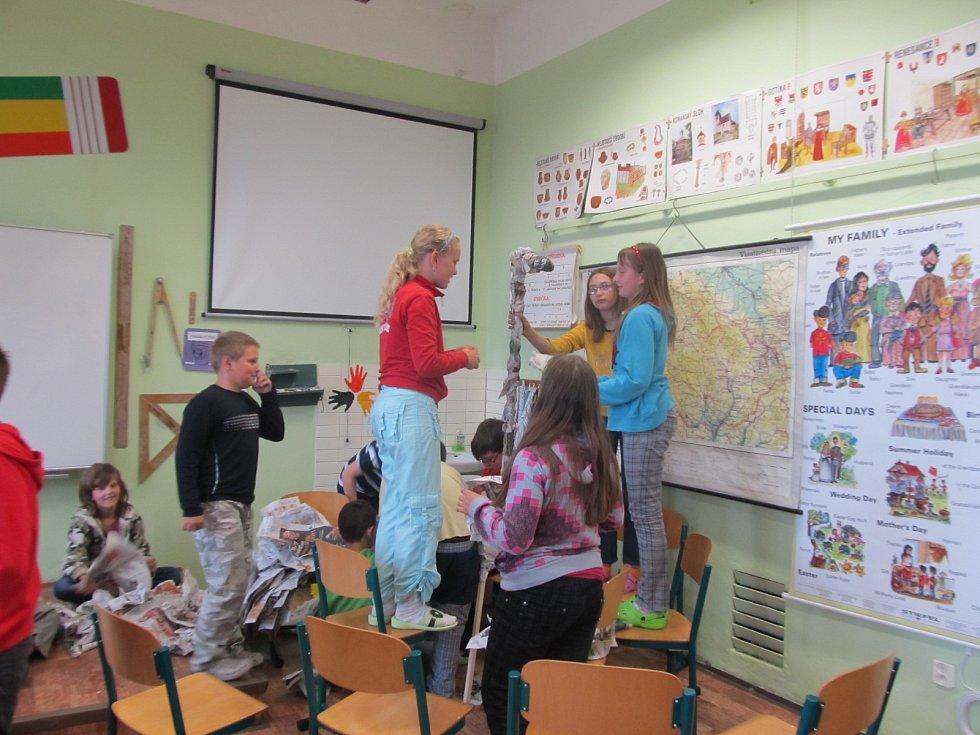 Žákům 4. a 5. ročníku ZŠ T. G. Masaryka Jistebník se podařily krásné žirafy Amy a Sofie.
