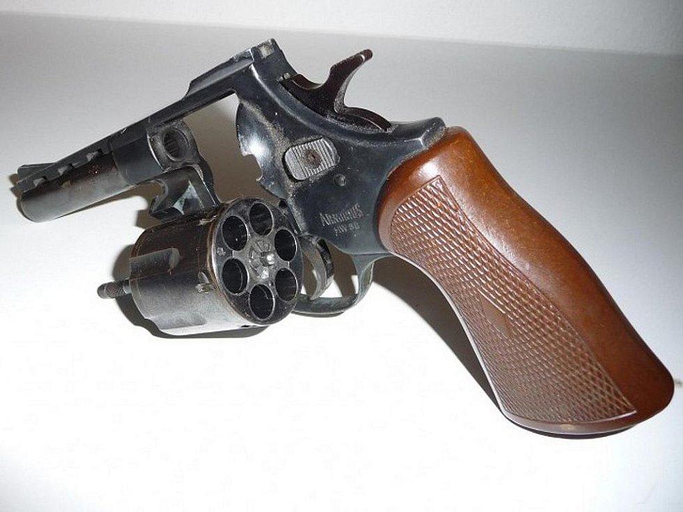 Pražský deník | Revolver arminius HW, 38 mm, speciál  Ilustrační