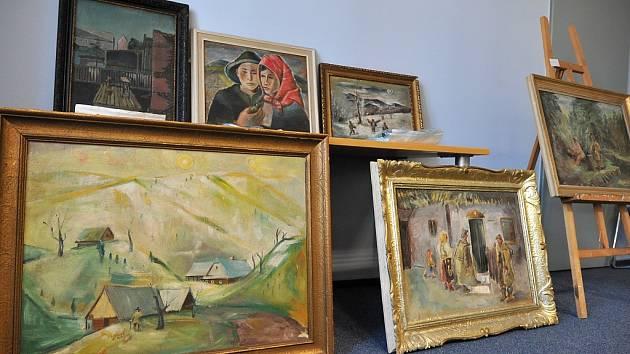 Tyto obrazy byly vydávány za originály. Pocházely z dílny amatérského malíře z Chomutova.