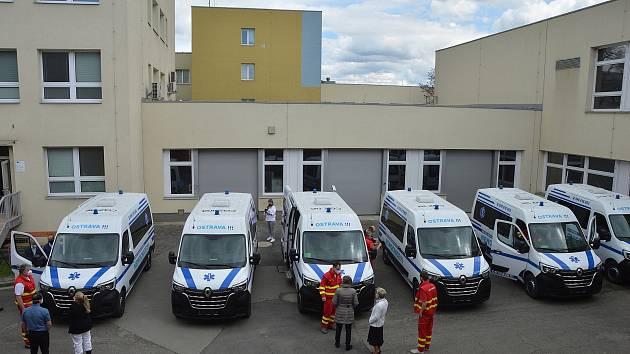 Městská nemocnice Ostrava má šest nových sanitek. Snímky ze slavnostního předání, Ostrava, 7. května 2021.