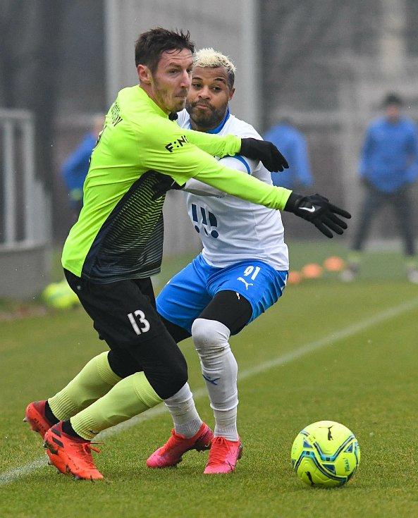Fotbalisté Baníku Ostrava prohráli přípravné utkání s druholigovým Prostějovem 0:1. (6. ledna 2021, Ostrava). Na snímku vpravo Dyjan Carlos de Azevedo.