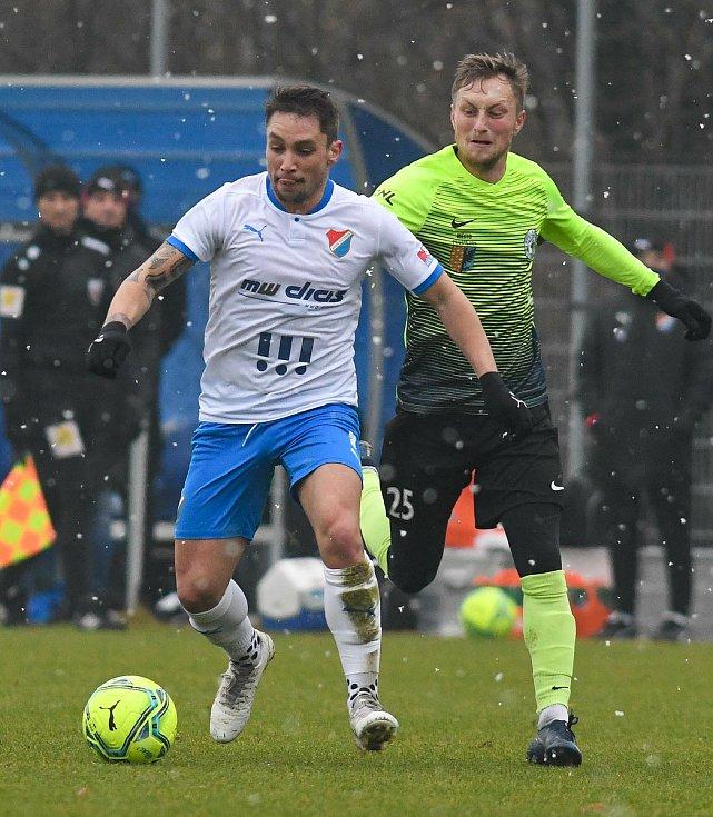 Fotbalisté Baníku Ostrava prohráli přípravné utkání s druholigovým Prostějovem 0:1. (6. ledna 2021, Ostrava). Na snímku v popředí Adam Jánoš.
