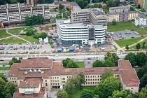 Parkovací dům bude stát vedle plánované Černé kostky (na snímku v levé části).