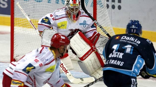 Snímky z utkání HC Vítkovice Steel - HC Oceláři Třinec.