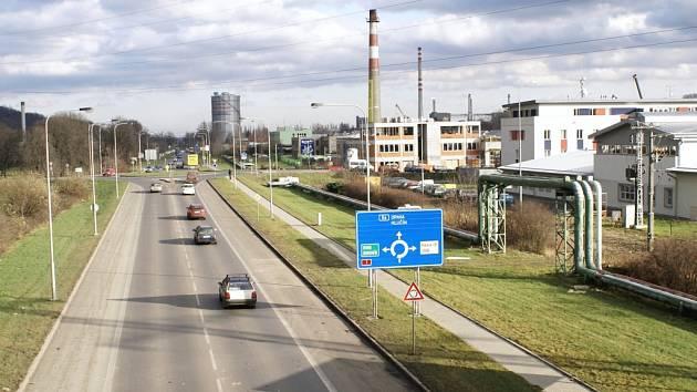 Po první světové válce bylo otevřeno letiště v Přívoze. Startovací dráha vedla souběžně s dnešní ulicí Slovenskou.