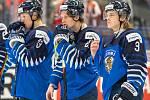 Mistrovství světa hokejistů do 20 let, zápas o 3. místo: Švédsko - Finsko, 5. ledna 2020 v Ostravě. Na snímku (zleva) Ville Petman (FIN), Kristian Tanus (FIN), Anttoni Honka (FIN).