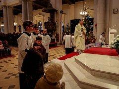 Tradiční vánoční mše v ostravské Katedrále Božského Spasitele pro rodiny s dětmi.