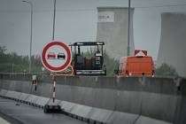 Oprava dálnice D1, 29. dubna 2019 v Ostravě. Silničáři budou na ostravské dálnici následující tři měsíce. Zvlněnou vozovku vyfrézují a poté položí provizorní asfalt.