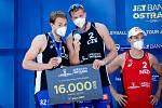 J&T Banka Ostrava Beach Open - slavnostní ceremoniál, 6. června 2021 v Ostravě. Zleva Ondřej Perušič (CZE), David Schweiner (CZE), Robert Meeuwsen (NED).