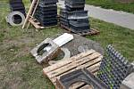 Zloději ukradli pět tun  kanálových rámů a roštů.