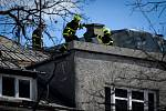 Hasiči odstraňují následky silného větru, 11. března 2019 v Ostravě.