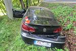 Notně opilý havaroval v neděli odpoledne řidič volkswagenu na silnici v Horní Suché. Nezvládl průjezd levotočivou zatáčkou a skončil v lesním příkopu.