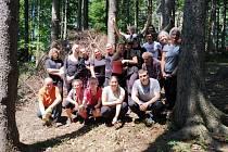 Do celkem 13 akcí se letos od dubna do začátku července zapojilo zhruba 200 dobrovolníků. Sázeli stromky, uklízeli les, vytvořili motýlí louky.
