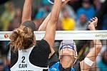 Turnaj Světového okruhu v plážovém volejbalu - semifinále, 24. června 2018 v Ostravě. Na snímku Brandie Wilkerson a  Markéta Sluková.