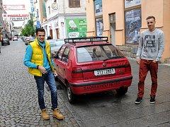 Stefan Stefanov a Richard Nemeth se svou Škodou Felicií.