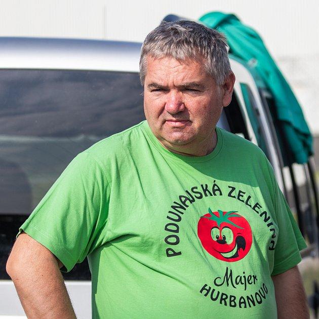 Imrich Majer prodává svou úrodu, kterou vypěstuje na jihozápadě Slovenska, ina farmářských trzích vOstravě