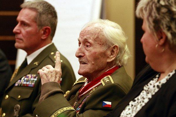 Generál ve výslužbě Mikuláš Končický již oslavil devadesátiny. Nositel Řádu Bílého lva a držitel tří Československých válečných křížů 1939se narodil 1.ledna 1925na Volyni.