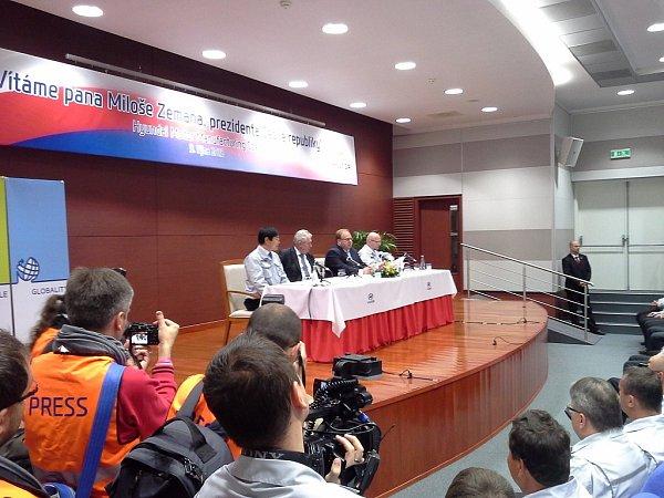 Návštěva prezidenta Miloše Zemana sídla společnosti Huyndai vNošovicích.