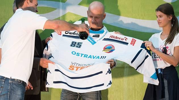 Autogramiáda hráčů HC Vítkovice Steel v obchodním centru Forum Nová Karolina Ostrava.