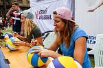 FIVB Světové série v plážovém volejbalu J&T Banka Ostrava Beach Open, 1. června 2019 v Ostravě. Autogramiáda Maki a Báry.