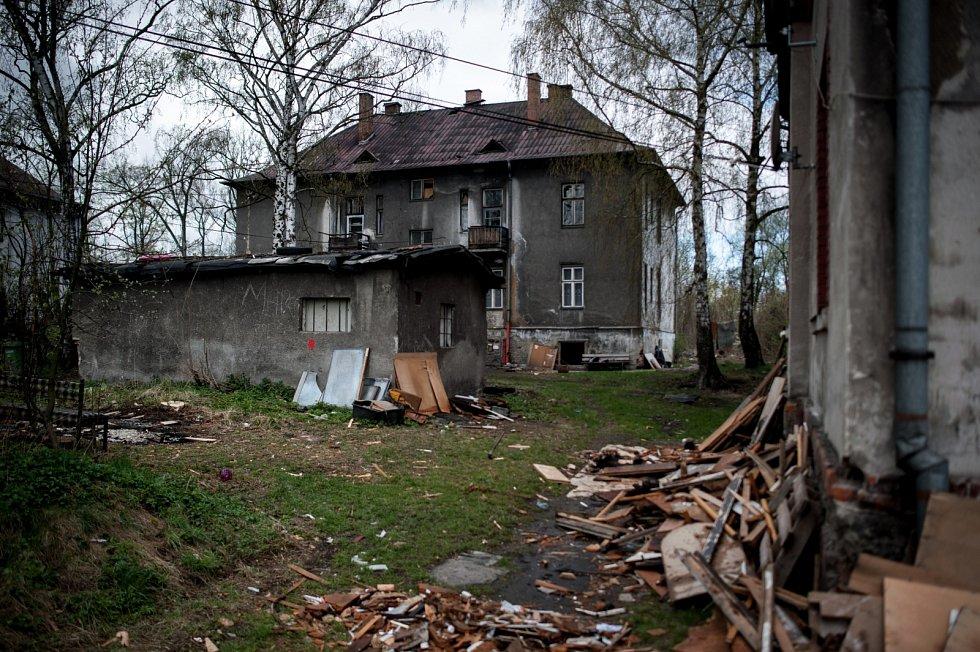 Kolonie v Zárubecké ulici v Ostravě vypadá jako po válce. Svou činnost zde s koncem roku ukončilo také komunitní centrum Vzájemné soužití, které zde dříve až pro padesátku dětí připravovalo program.
