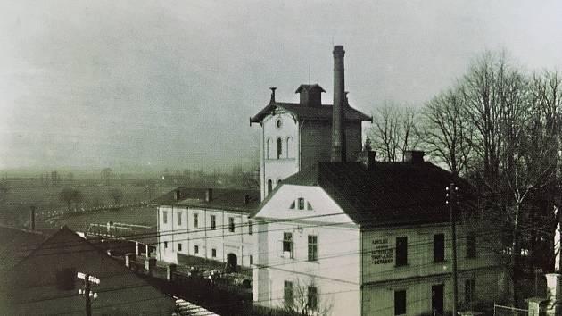Lihovar. Radvanická rafinerie lihu, výrobna likérů a octárna ve 30. letech minulého století. Ještě na začátku 90. let se zde vyráběl a prodával třeba jeden z populárních likérů – Radvanická hořká.