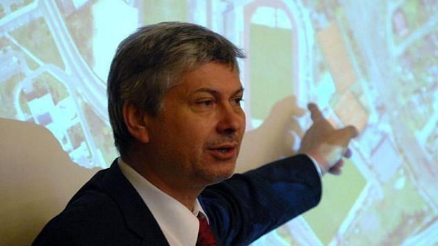 Petr Kajnar na tiskové konferenci. Ilustrační foto.