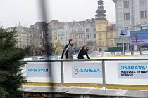 Kluziště na Masarykově náměstí v centru Ostravy.