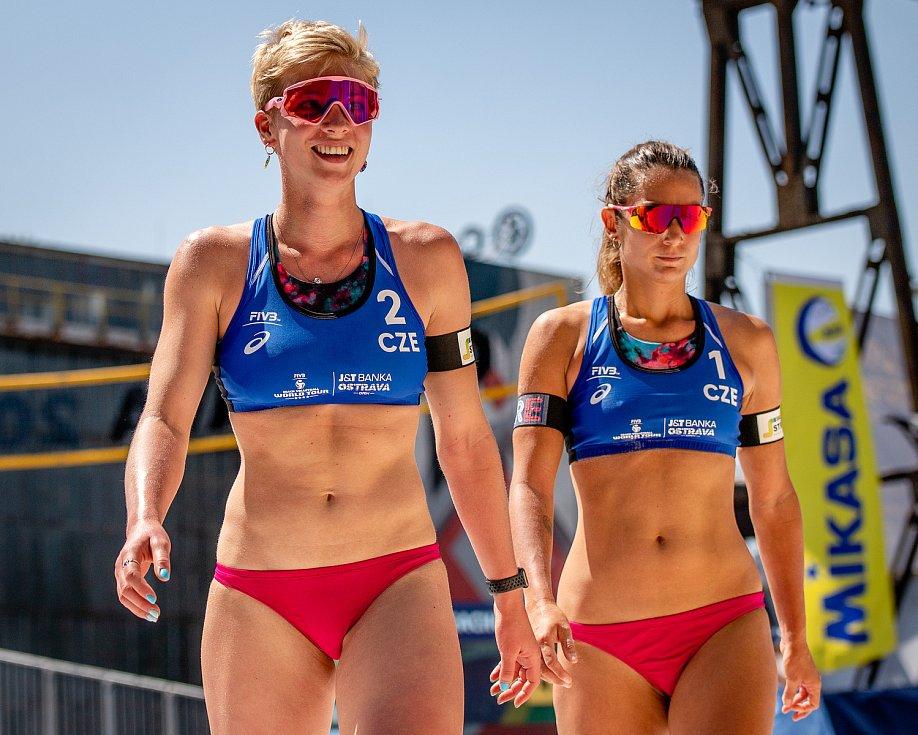 J&T Banka Ostrava Beach Open, 3. června 2021 v Ostravě. Marie Sára Štochlová (CZE) a Martina Williams (CZE).
