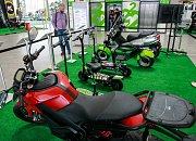 Výstava Nabitá kola v obchodním centru Forum Nová Karolina představuje novinky v oblasti elektromobility.