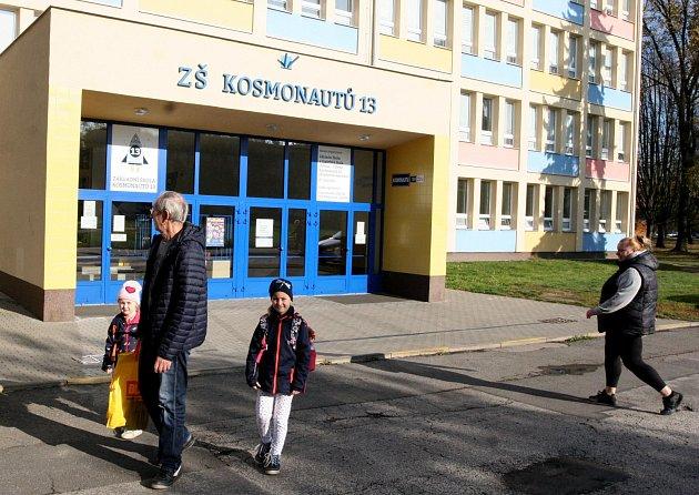 Třináctka na ulici Kosmonautů vZábřehu nestávkuje, prý je na to pozdě.