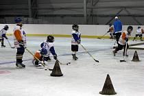 Hokejoví žáci trénují v Multifunkční hale vítkovické ČEZ Areny