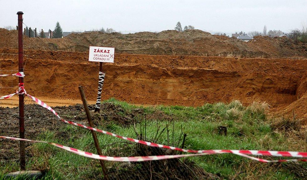 Polanecká pískovna je zdrojem kvalitního písku s vysokým obsahem železa.  Obyvatelé okolních domů si stěžují na prašnost a hluk z případné těžby..