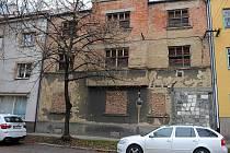 Chátrající stavby trápí některé ostravské obvody. Jejich majitelé je často zdědili a odmítli se o ně starat. Snímek je v obvodu Mariánské Hory a Hulváky.