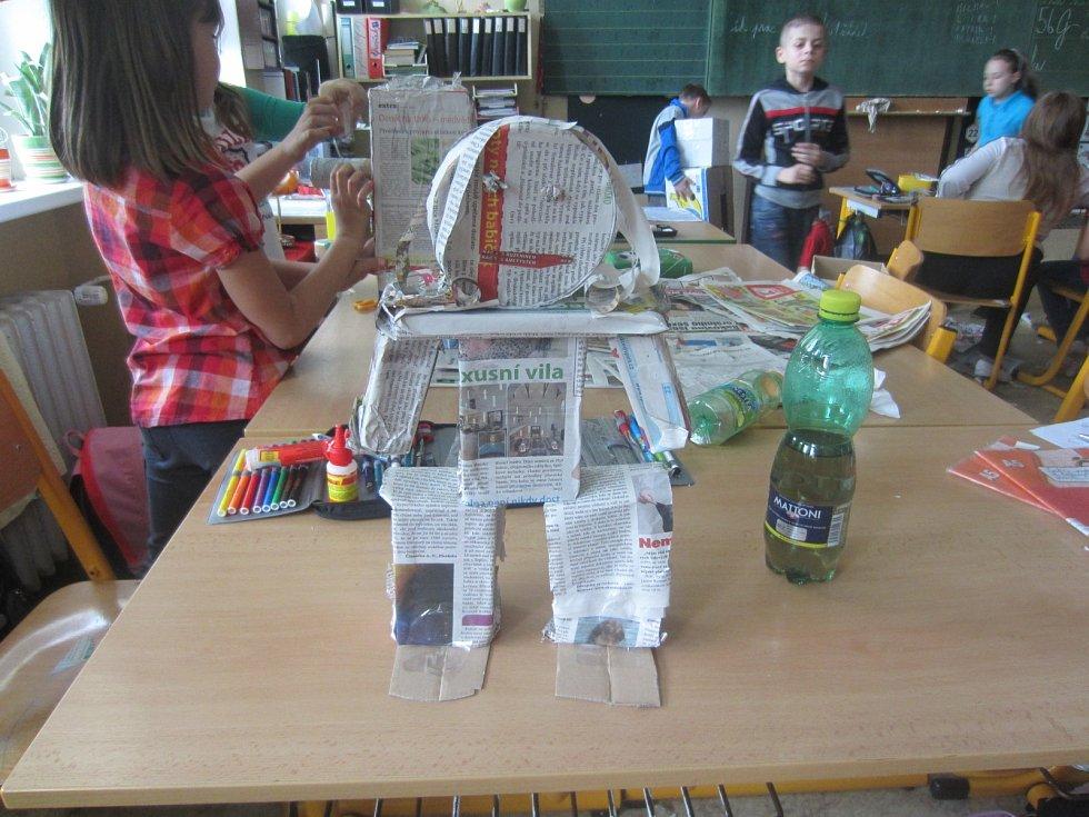 I děti z karvinské základní školy U Lesa se zapojily do výzvy Deníku Přivítejte léto a prázdniny s Deníkem a novinovými zvířátky.