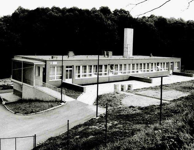 Budova školy před 40lety (po otevření)