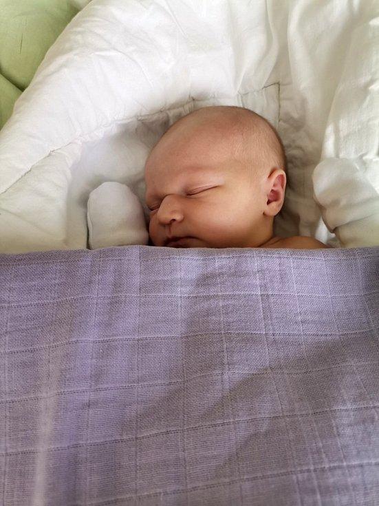 Anna Tillová, Havířov, narozena 3. června 2021 v Havířově, míra 50 cm, váha 3870 g.