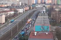 Ke střetu automobilu a dítěte předškolního věku došlo ve čtvrtek odpoledne v Horní ulici v Ostravě-Hrabůvce. Policie nyní na místě šetří příčiny. Čtvrtek 18. března 2021.