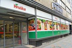 Prodejnu Tesco Expres v přízemí bývalého obchodního domu Horník v Zámecké ulici v centru Ostravy nahradila Hruška.