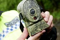 Fotopasti jsou maskované kamery s dobrou optikou a možností nočního přisvícení. Již brzy by mohly pomáhat odhalovat původce černých skládek i v Ostravě.