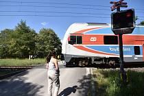 Železniční přejezd v Ostravě-Martinově.