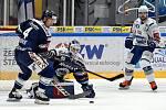 Brno 12.2.2020 - domácí HC Kometa Brno (Šimon Stránský) v bílém proti HC Vítkovice Ridera (4 Jesse-Ray Dudas a Miroslav Svoboda)
