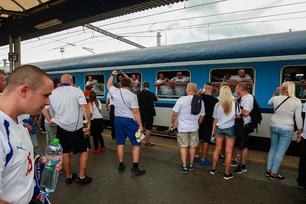 Odjezd fanoušků Baníku z nádraží Svinov. Ilustrační foto.