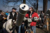 Zatmění Slunce pozorovali lidé i v areálu ostravského planetária.