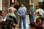 V případu krvavého řádění v ostravské herně usedlo na lavici obžalovaných u ostravského soudu dvanáct osob.