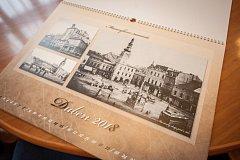 Masarykovo náměstí před více než sto lety na historickém kalendáři Moravské Ostravy pro rok 2018.