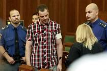 U Krajského soudu v Ostravě pokračuje druhým dnem zřejmě nesledovanější proces roku. Před trestním senátem stanul Petr Kramný (37 let) z Karviné, který je obžalovaný z dvojnásobné vraždy.