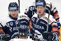 Utkání 10. kola hokejové extraligy: HC Vítkovice Ridera - PSG Berani Zlín, 9. února 2021 v Ostravě. (zleva) Petr Fridrich z Vítkovic a Robert Flick z Vítkovic oslavují gól.