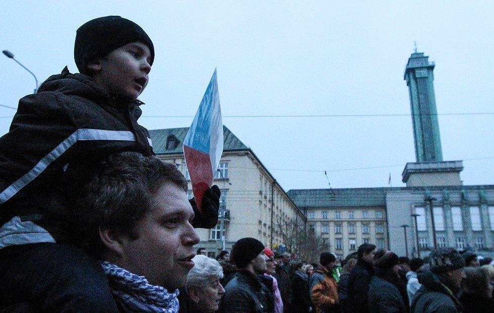Demonstrace 5. března 2018 v Ostravě proti zvolení Zdeňka Ondráčka (KSČM) do čela parlamentní komise pro dohled nad Generální inspekcí bezpečnostních sborů.